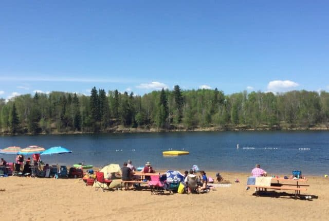 8 of the best places to drive for water fun with kids within 2 hours from Edmonton